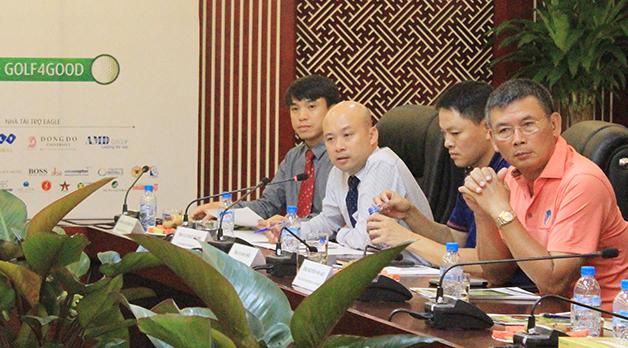 Ban tổ chức giải đáp các câu hỏi của các cơ quan thông tấn, báo chí.