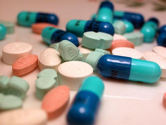 Khi trị mụn bọc tránh tự ý dùng thuốc mà không có bất kỳ sự chỉ dẫn nào