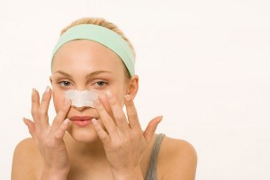 Cách điều trị mụn đầu đen trên mũi bằng giải pháp thông minh