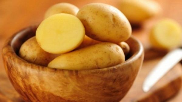 Đơn giản với cách tẩy mụn đầu đen bằng khoai tây