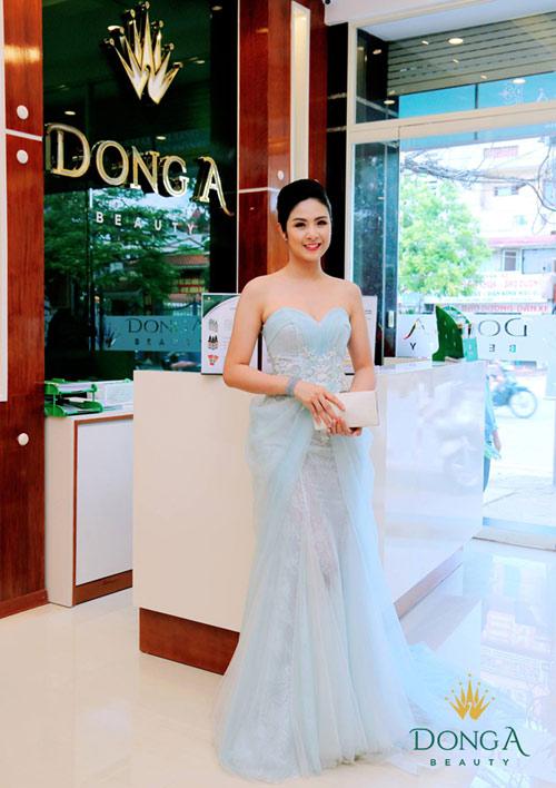 Ngọc Hân đẹp hút hồn dự khai trương chi nhánh Đông Á Beauty - 5