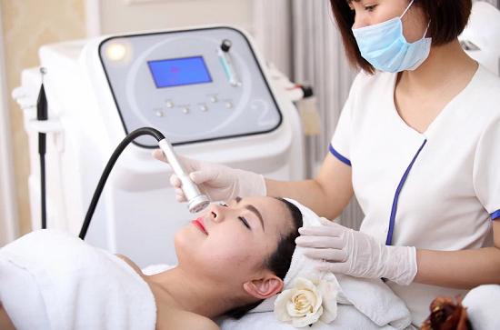 Kết hợp đồng thời giữa trị mụn bọc, mụn mủ và tái tạo cấu trúc da khỏe mạnh