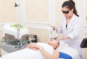 Cần lưu ý điều gì khi trị mụn bằng Laser để da luôn căng bóng, mịn màng?