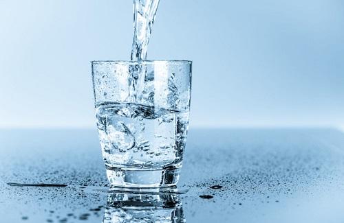 Nước giúp da hạn chế tiết dầu