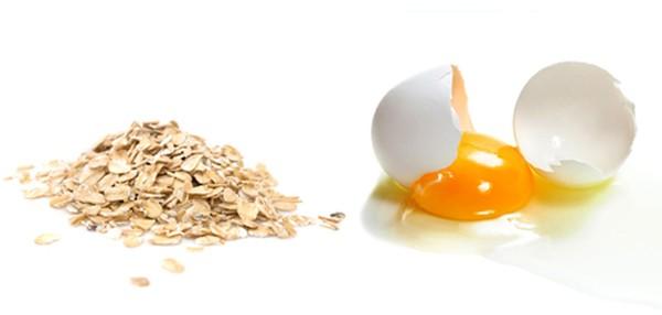 Sử dụng bột yến mạch và chanh cho cách lấy mụn đầu đen bằng trứng gà