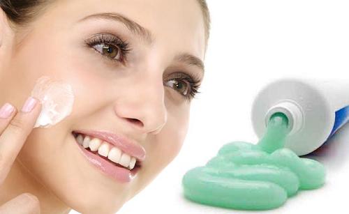 Trị mụn đầu đen bằng kem đánh răng có thực sự hiệu quả?