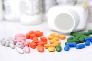 Thuốc trị mụn đầu đen nào hiệu quả? Có nên dùng thuốc trị mụn không?