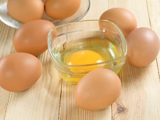 Trị mụn cám bằng lòng trắng trứng gà dành cho da thường